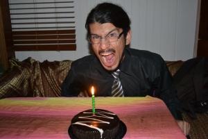 Llegando de la pega la Sarita me esperaba con una tortita para celebrar los 26 años =)