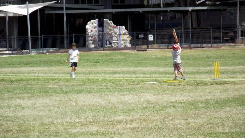 De chiquititos aprendiendo el deporte nacional